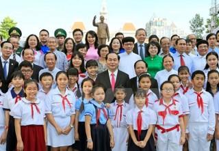 Chủ tịch nước dâng hương, hoa tại Bảo tàng Hồ Chí Minh - Chi nhánh TP Hồ Chí Minh