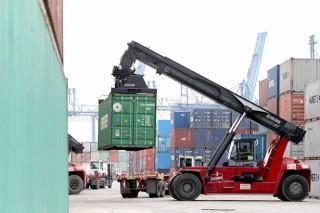Xe container khổ vì phí trong, phí ngoài