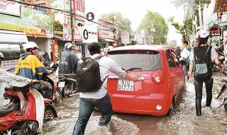 Mưa, lốc gây thiệt hại ở nhiều địa phương