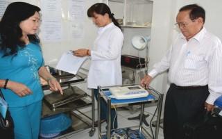 Đầu tư thiết bị y tế: Có máy nhưng không có người sử dụng