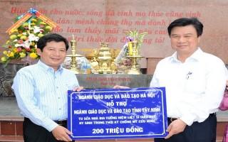 Sở GD&ĐT Hà Nội tặng ngành Giáo dục Tây Ninh 300 triệu đồng
