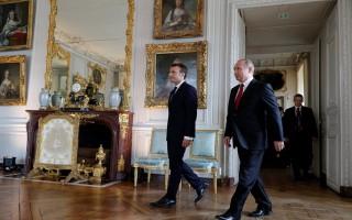 Ông Putin gặp ông Macron, kỷ niệm 300 năm quan hệ Nga - Pháp