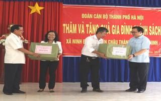 Bí thư Thành uỷ Hà Nội Hoàng Trung Hải thăm, tặng quà tại xã Ninh Điền