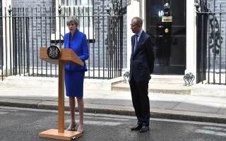Nữ hoàng Anh cho phép Thủ tướng Theresa May  thành lập chính phủ mới