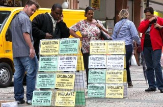 Gian nan tìm lối ra cho cuộc khủng hoảng ở Brazil