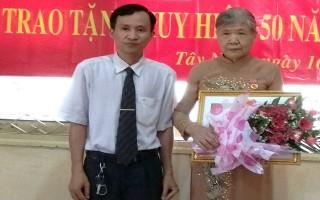 Đoàn Luật sư Tây Ninh: Tổ chức trao huy hiệu 50 năm tuổi Đảng
