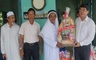 Lãnh đạo tỉnh dự Lễ xả chay Roya Ramadan của đồng bào dân tộc Chăm