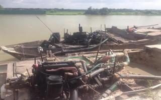 Phát hiện 2 ghe khai thác cát trái phép trên sông Sài Gòn