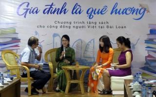 Tặng sách cho người Việt tại Đài Loan