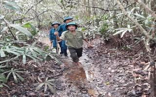 Tuần tra bảo vệ rừng giữa mùa mưa