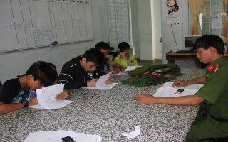 Xử phạt hành chính 4 thanh niên tàng trữ, sử dụng trái phép trang phục CAND
