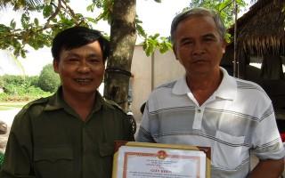 """CATN: Khen thưởng Ban điều hành mô hình """"Đồng bào Khmer ấp Hiệp Phước tự phòng, tự quản về an ninh trật tự"""""""