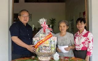 Chủ tịch UB.MTTQVN tỉnh Tây Ninh Thăm, tặng quà gia đình chính sách