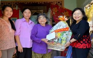 Phó Chủ tịch HĐND tỉnh Tây Ninh thăm gia đình chính sách huyện Tân Châu