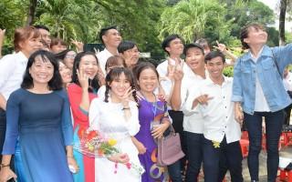 Khen thưởng tất cả học sinh thi đậu tốt nghiệp