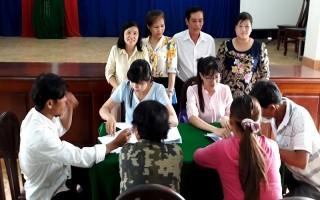 Hội LHPN Tây Ninh: Trao vốn hỗ trợ cho gia đình hội viên phụ nữ nghèo