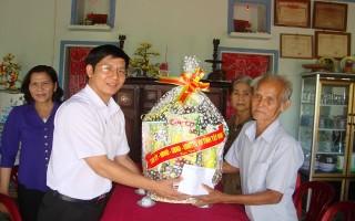 Lãnh đạo tỉnh thăm gia đình chính sách tiêu biểu tại Gò Dầu