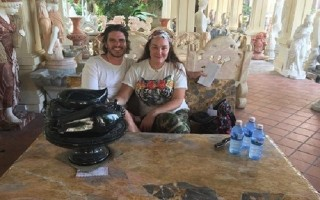 Khách Tây 'chịu chơi' mua loạt tượng đá từ Đà Nẵng về nước