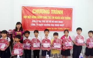 Đồng hành cùng trẻ em nghèo đến trường