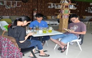Cà phê sách thu hút giới trẻ
