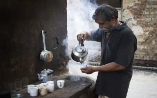 Ấn Độ: Uống trà nhiễm độc, 21 người nhập viện