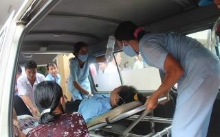 Hơn 100 công nhân cấp cứu sau khi ăn cà ri, bánh mì