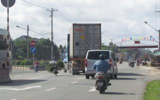 Cần lắp đặt đèn tín hiệu giao thông và đèn chiếu sáng trên đường tránh Xuyên Á