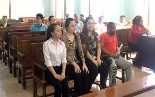 Hoãn phiên tòa lừa 37 phụ nữ 'nhận quà từ nước ngoài'