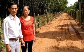 Một gia đình hiến hơn 1.000m2 đất làm đường giao thông