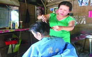 Cắt tóc miễn phí cho người già