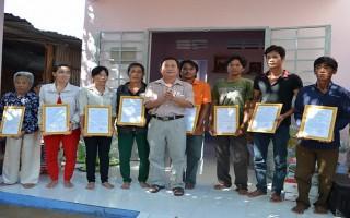 Bàn giao 8 căn nhà tình thương cho hộ dân Việt kiều Campuchia