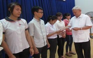 Gò Dầu: Trao học bổng cho học sinh, sinh viên nghèo
