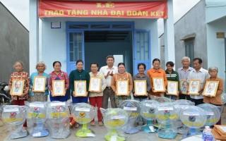 Bàn giao 12 căn nhà đại đoàn kết cho người nghèo xã Tân Hội