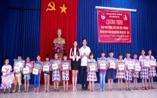 """Quận 10 (TP.HCM): """"Tiếp sức đến trường"""" cho học sinh xã Lộc Ninh"""