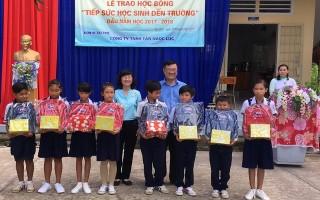 Tiếp sức đến trường cho học sinh nghèo