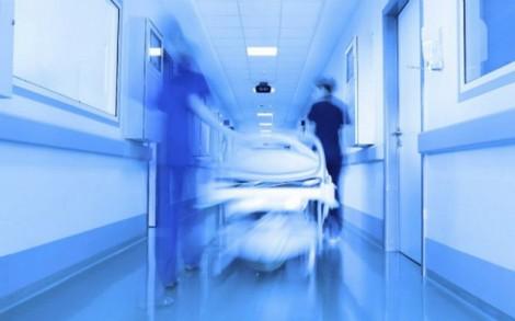 Xem trộm bộ phận sinh dục bệnh nhân đã chết, năm y tá bị đình chỉ việc