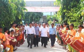 Lãnh đạo tỉnh chúc tết Sene Dolta đồng bào Khmer