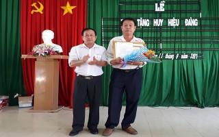 Châu Thành: Trao huy hiệu 45, 30 năm tuổi Đảng