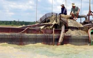 Điều tra vụ hút trộm cát và khai thác đất trái phép trên sông Sài Gòn