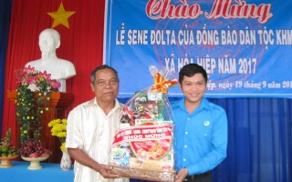 Lãnh đạo tỉnh chúc tết Sene Dolta đồng bào Khmer.