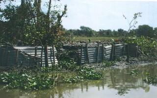 Khắc phục tình trạng xà lan chở cát gây sạt lở bờ sông