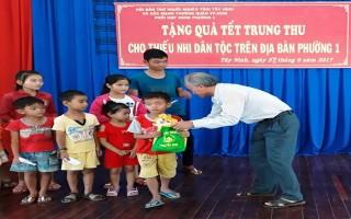 Hội BTNN tỉnh Tây Ninh tặng 150 phần quà cho trẻ em người dân tộc