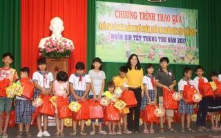 Trao quà trung thu cho trẻ em có hoàn cảnh khó khăn