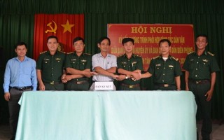 Ban Dân vận huyện uỷ Tân Châu ký kết phối hợp với các đồn biên phòng