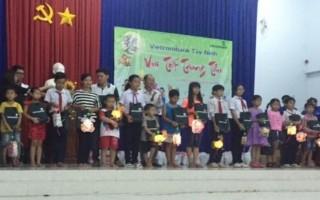 """Vietcombank Tây Ninh tổ chức """"Vui tết Trung thu"""" cho thiếu nhi"""
