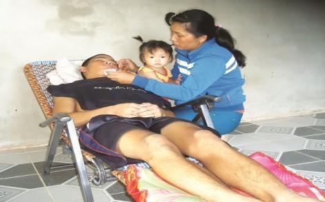Bối rối cảnh mẹ nghèo, con bệnh nặng