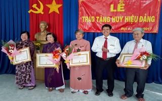Trao huy hiệu Đảng đợt 2.9 cho đảng viên huyện Trảng Bàng