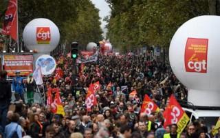 Công chức xuống đường phản đối Tổng thống Pháp