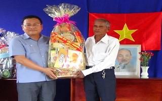 Lãnh đạo tỉnh chúc Tết cổ truyền của người Tà Mun