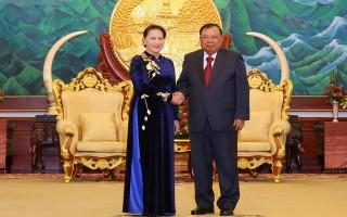 Tổng Bí thư Lào cảm ơn món quà đặc biệt của Việt Nam